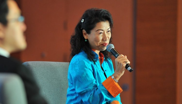 Embedded thumbnail for Sara Cheng, CEO Fuji Xerox Singapore on Meeting Multi-Generational Expectations